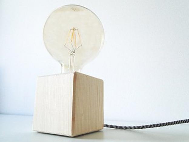 Lampe DIY : Fabriquez votre propre lampe de bureau en bois
