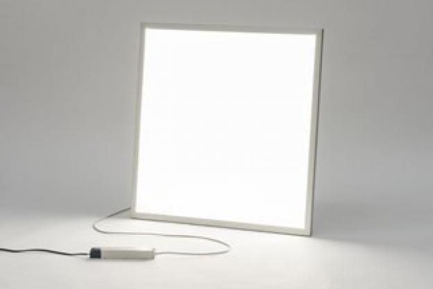 Quelle est la différence entre un panneau LED bon marché et un panneau LED plus cher ?